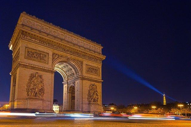 Aux Champs-Elysées